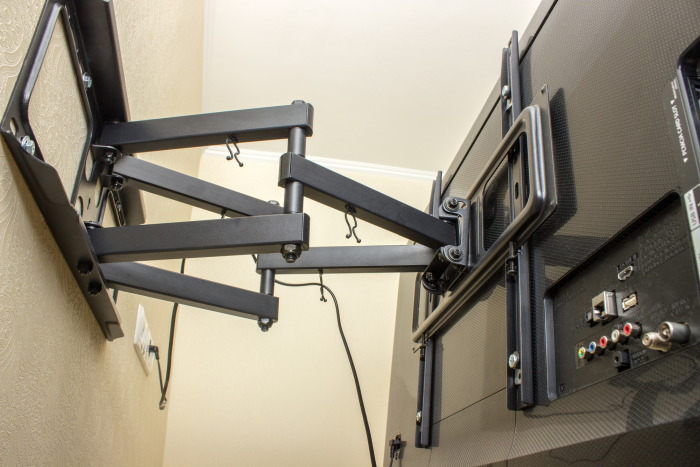 TV Bracket tilt and swivel