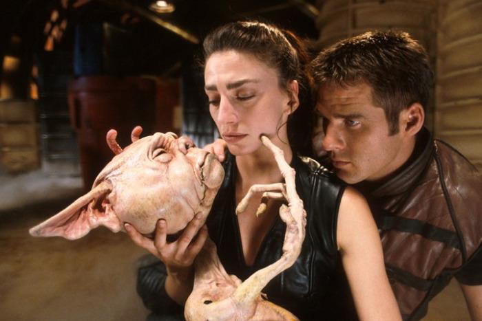 Farscape John, Aeryn and an alien