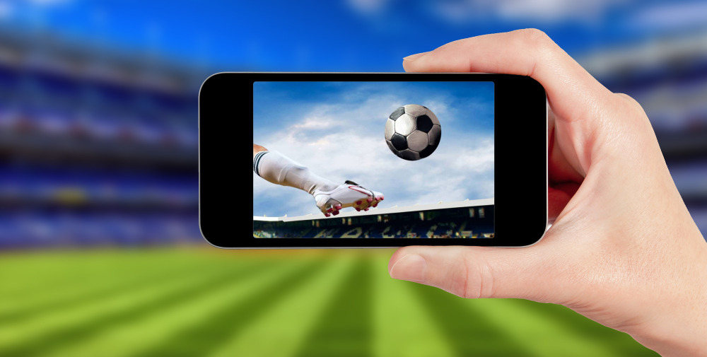 Football game on mobile phone 1000