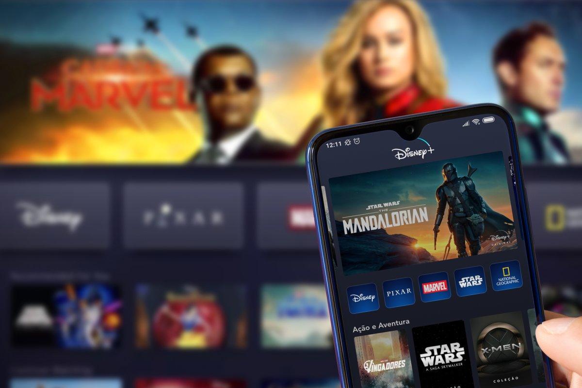 Disney Plus on phone mandalorian - deposit - Miglagoa
