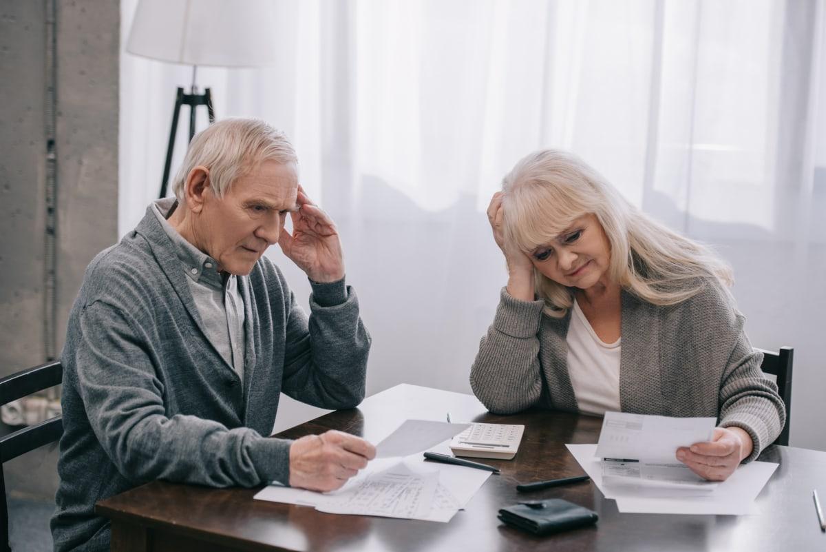 Senior couple worried letters 1200